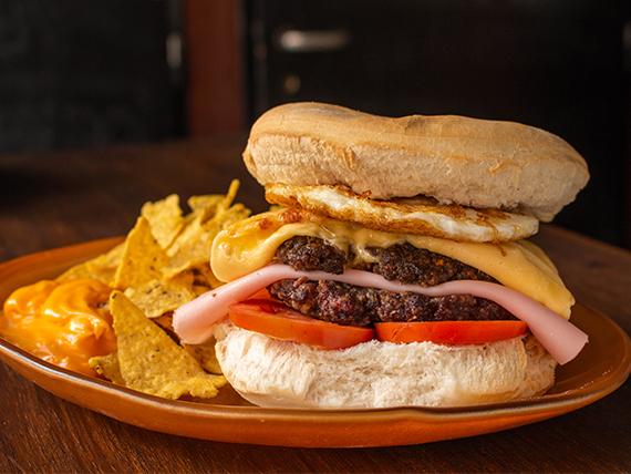 Promo - Hamburguesa doble + porción de nachos con cheddar + porrón de cerveza artesanal 500 ml otro mundo o lata de gaseosa