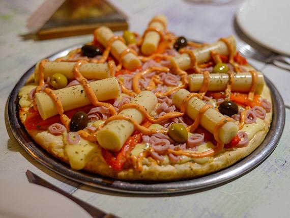 Pizza con jamón y palmitos