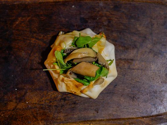 Canastita de rúcula y champignones