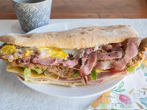 Sándwich de milanesa Yin (para 2 comen 3)