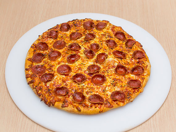 Pizza de peperoni média