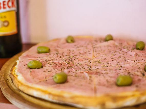 Promo - Pizza con jamón grande + gaseosa 1.5 L o cerveza Isenbeck 1 L