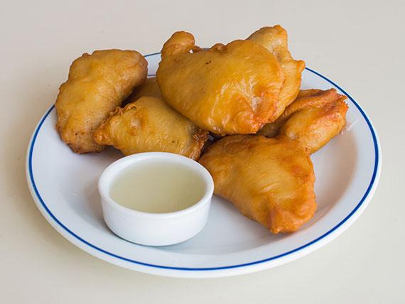 Pollo frito con salsa limón (blanco)