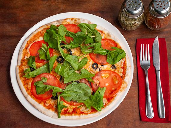 Pizza 29 - Tomate Cocktail, parmesano, anchoas, alcaparras y albahaca