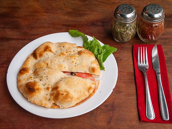 Focaccine 2 - Mozzarella, jamón, tomate y orégano
