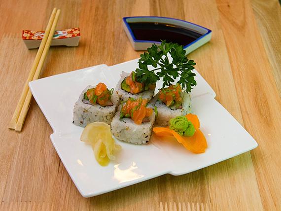 Salmón tataki roll (10 unidades)