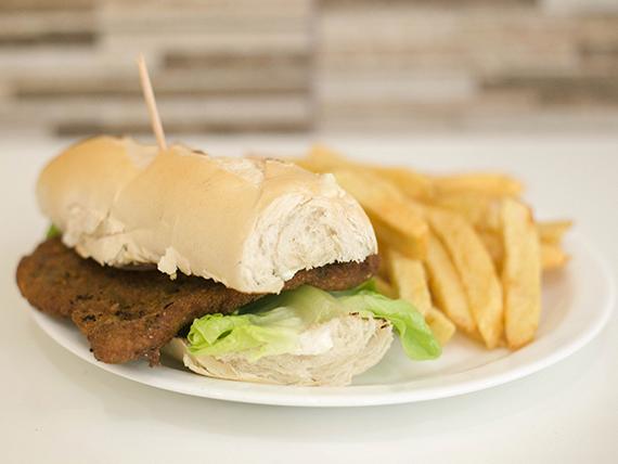 Promo - Sándwich de lomito rebozado + papas fritas + bebida