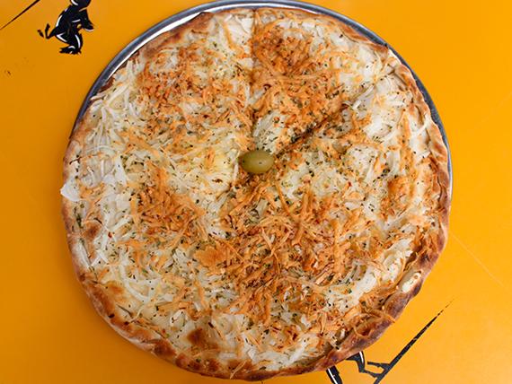 Pizza fugazzeta con masa rellena