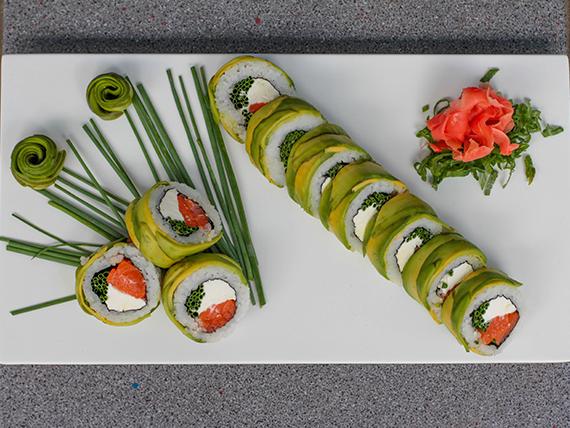 19 - Avocado roll de salmón furay, queso crema y cebollín (10 cortes)