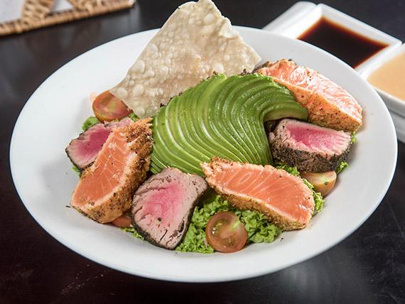 Ensalada con mix de salmón, atún y palta