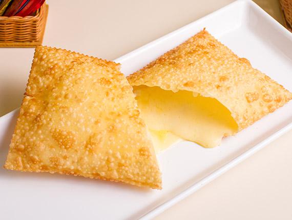 Pastel queijo mussarela (15 cm)