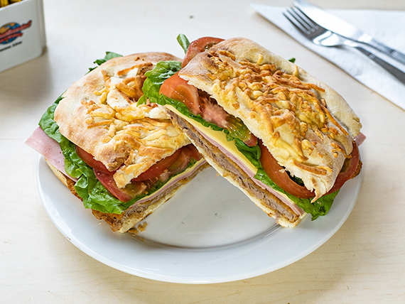 Sándwich de milanesa en pan de pizza