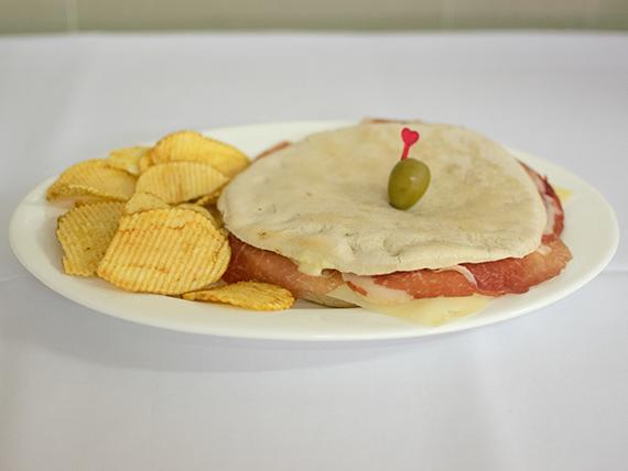 Sándwich de bondiola con queso