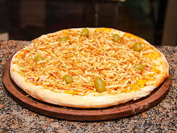 Pizza cheddar con papas pay