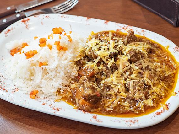Estofado de carne con arroz blanco