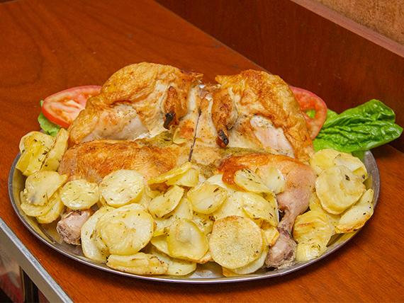 Pollo entero al horno con guarnición
