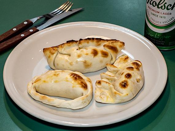 Promo 16 - 3 empanadas + gaseosa en lata 354 ml