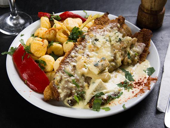 Filet de merluza al roquefort con papas noisette