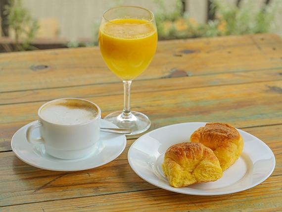 2 medialunas porteñas + café cortado o expreso doble 80 ml + 1 jugo de naranja 240 ml