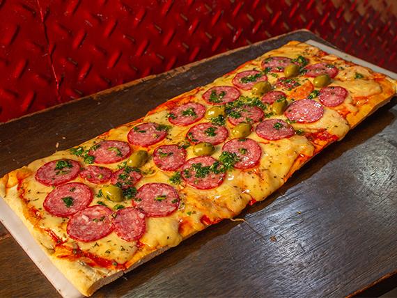 Pizza a la parrilla de calabresa