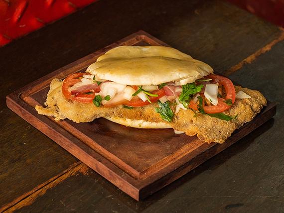 Sándwich panceta, tomate y salsa mágica