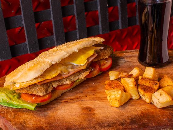 Combo - Sándwich de milanesa + papas al horno + gaseosa 500 ml