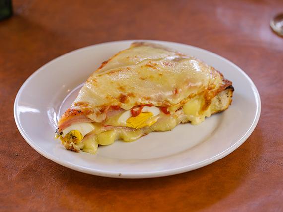 Pizza al tacho rellena (porción)