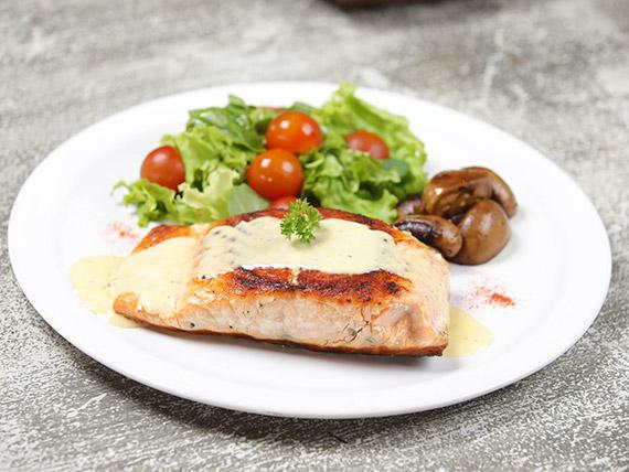 Salmón a la crema de queso azul