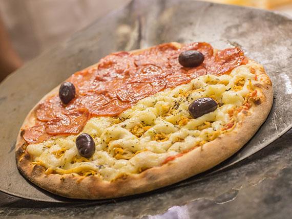 Pizza salgada meio a meio broto