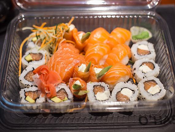 Combinado fanáticos del salmón - 25 piezas