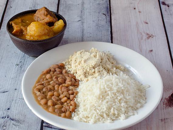 Carne de panela com legumes, arroz, feijão e salada