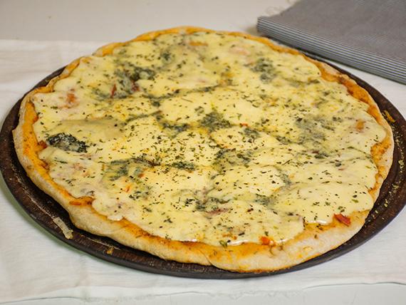 11 - Pizza muzzarella con roquefort