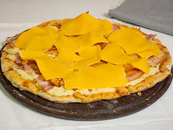 4 - Pizza muzzarella, bacon, papas fritas y cheddar