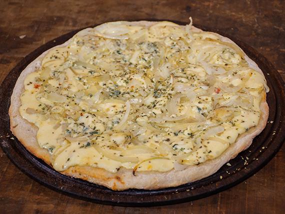 3 - Pizza muzzarella con cebolla