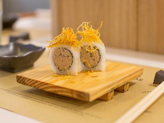 Crispy tuna roll (1 unidad)