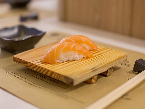 Niguiri de salmón (1 unidad)