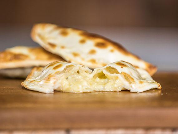 10 - Empanada cuatro quesos
