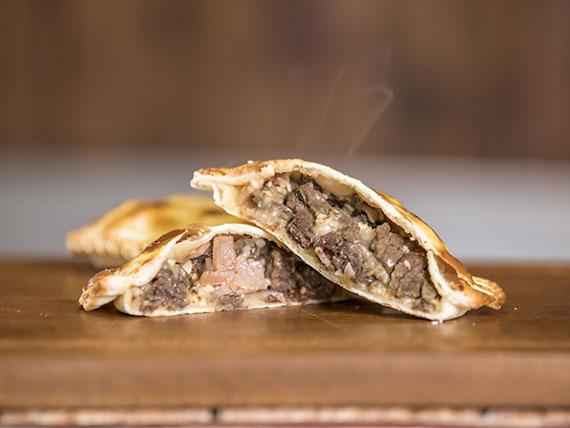 Empanada criolla de carne