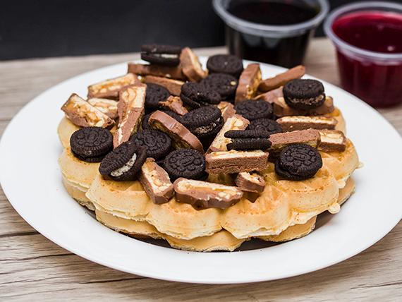 4 Waffles con Snickers y Oreo