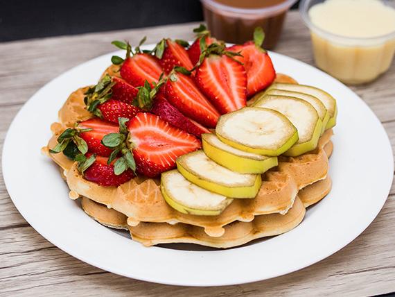 4 Waffles con plátanos y frutillas