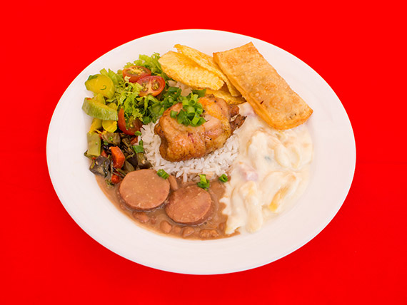 Terça- novo! - desossado de frango na brasa com pastel de linguiça , penne ao molho branco, batata chips + delicias!