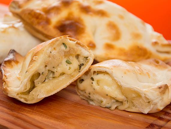 Empanada de queso y cebolla