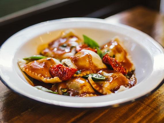 Raviolones de calabaza y parmesano