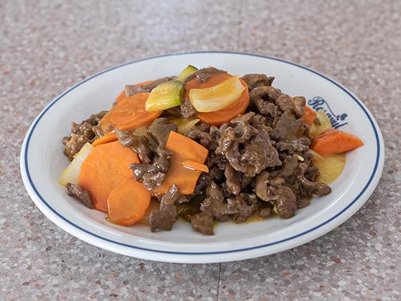 Lomo de carne saltada con salsa curry