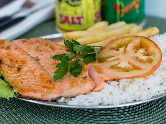 Prato de verão salmão