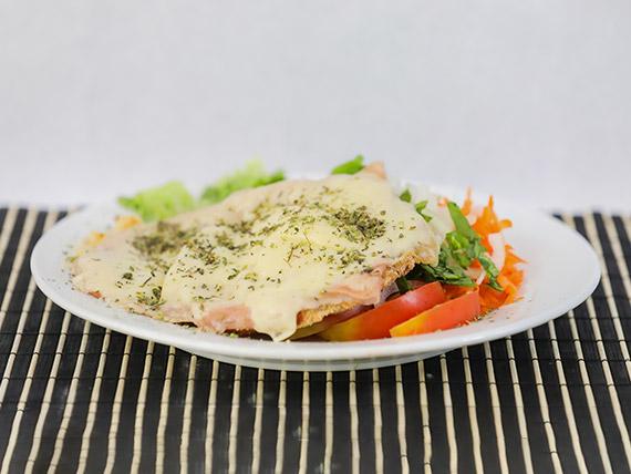 Milanesas de soja napolitana con ensalada