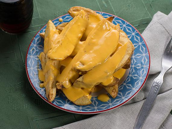 Papas rústicas con queso cheddar