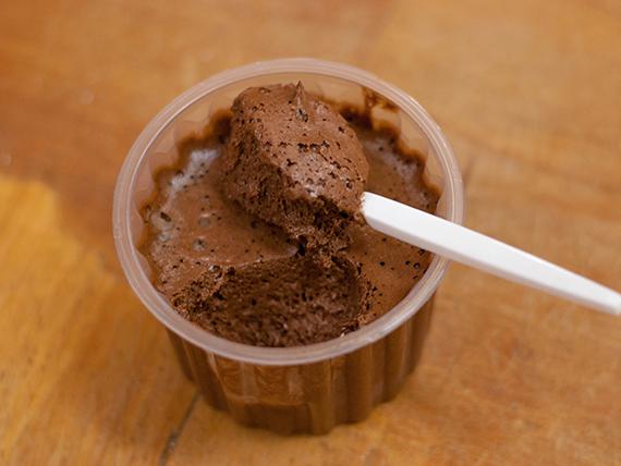 Mousse de chocolate (porción)