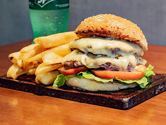 Promo 2 - Hamburguesa doble clásica + papas fritas pequeñas + Coca Cola 600 ml