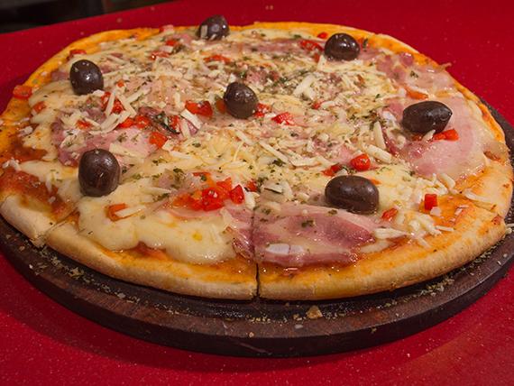 Pizza con panceta ahumada grande